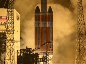 """НАСА изстреля сондата """"Паркър"""", която трябва да """"докосне"""" Слънцето СНИМКИ"""