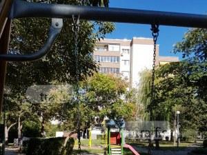 Нова люлка се скъса и дете от Пловдив падна! Баща видя износен закрепващ болт СНИМКИ