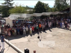 Над 200 души излязоха на протест в Карлово! Поискаха 25 млн. за общинските болници ВИДЕО и СНИМКИ