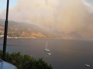 Поредна огнена стихия в Гърция, три фронта изпепеляват най-големия остров в Егейско море
