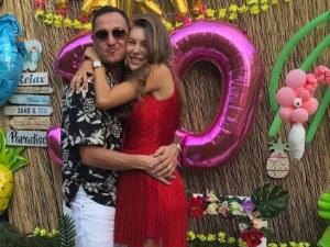 Никол Станкулова с хавайско парти за рождения си ден, показа бременно коремче