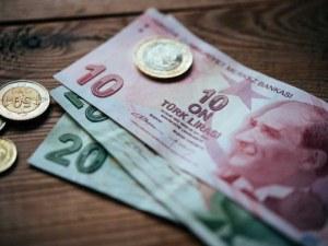 След рекордно ниското ниво, турската лира отбеляза леко покачване