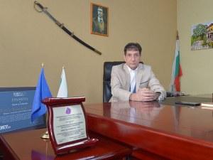 Кмет от Пловдивско изригна: В ромската махала гърми музика, а полицията спи