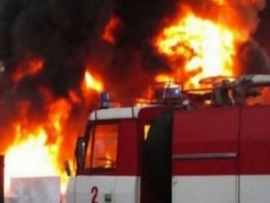 Пожар лумна в читалището в село Гложене СНИМКИ