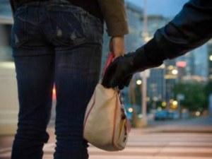 Мъж нападна тийнейджърка в Пловдив! Отмъкна й телефона
