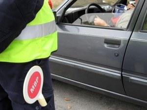 Шофьор без книжка подхвърли 20 евро на полици на АМ Тракия, те го арестуваха