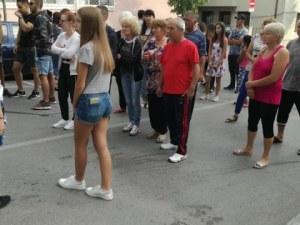 Близки на пометените от кола младежи излязоха на протест в Петрич