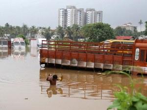 Индия е под вода! Загиналите са стотици