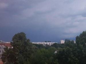 Лятна буря идва към Пловдив СНИМКИ