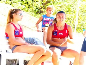 Маричанки продължават напред на европейското по плажен волейбол