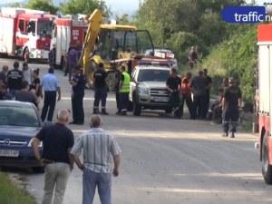 Пожарна се преобърна край Пловдив, затисна огнеборци ВИДЕО