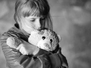 Баща насилва 8-годишно момиченце от смесен брак с българка