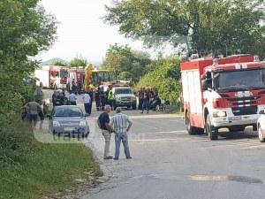 Няма опасност за живота на двамата пожарникари
