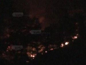 Огнената стихия бушува над Карлово! Огнеборци искат помощ от армията ВИДЕО