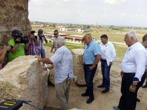Уникалната гробница край Пловдив на римски император? Премиерът обеща подкрепа СНИМКИ