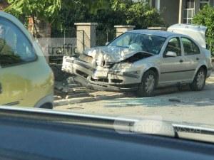 Военен помля колата си в Първенец! Шосето е осеяно със стъкла СНИМКИ