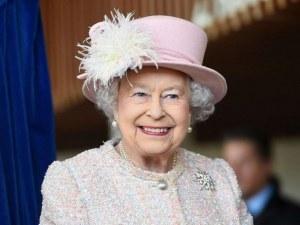 Елизабет II шофира без книжка, пътува без паспорт по света