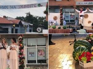 Пловдивчанките Калина и Невена вдигнаха настроението на Празника на дините СНИМКИ