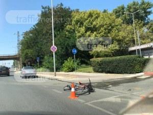 """Тежка катастрофа: Кола блъсна велосипедист на бул. """"България"""" СНИМКИ"""