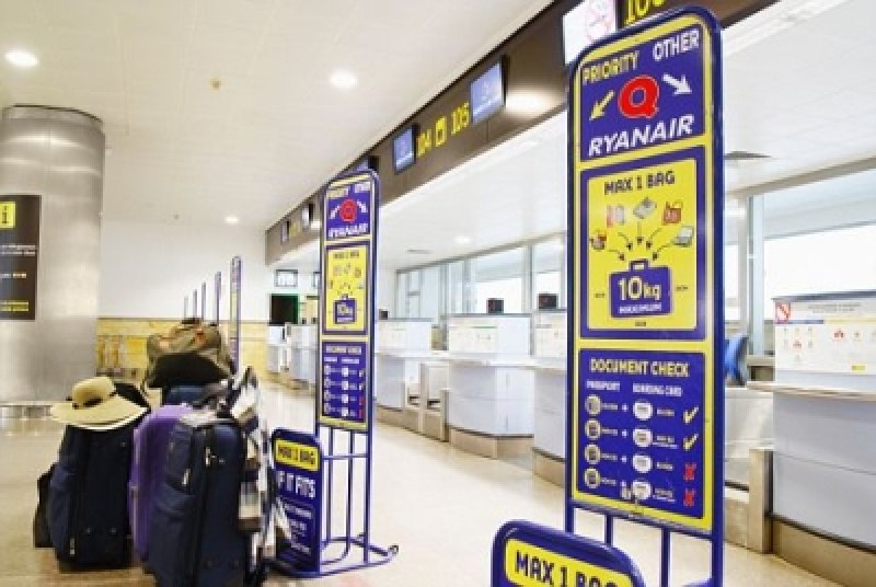 От ноември пътниците на Райънеър ще плащат за ръчен багаж