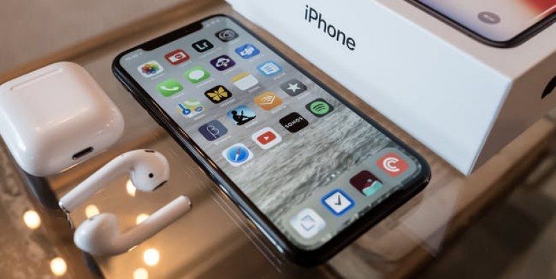 Apple представя новите си телефони, феновете на iPhone в трепетно очакване