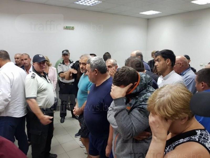 Освободиха всички 19 души от фабриките за нелегални цигари