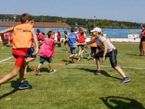 """Алекс Начева подкрепи участниците в състезание по """"Детска атлетика"""""""
