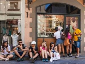 Забраняват яденето по улиците на един от градовете столици на културата