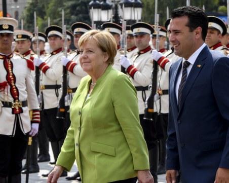 Зоран Заев посрещна Меркел в Македония, тя пък похвали Борисов