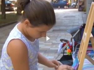 10-годишно дете продава картините си, за да събере пари за ремонт на къщата на баба си и дядо си ВИДЕО