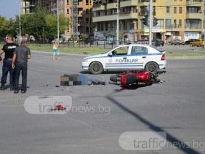 Блъснаха моторист на кръстовището до Форума в Пловдив! Мъжът е мъртъв! СНИМКИ