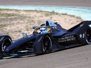 BMW разкрива първия си болид от Формула Е ВИДЕО