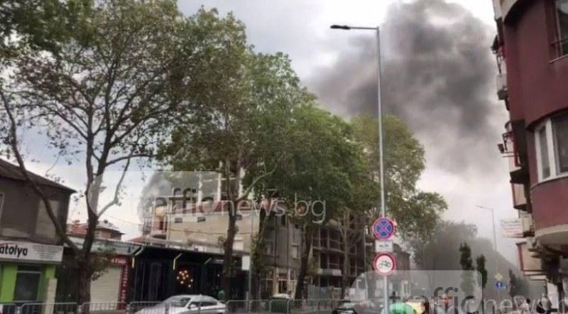 Черен дим се стеле над центъра на Пловдив! Подпалиха контейнер пред училище СНИМКИ