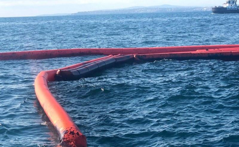 """Източени са първите 10 кубика нефтоводна смес от потъналия кораб """"Мопанг"""" ВИДЕО"""