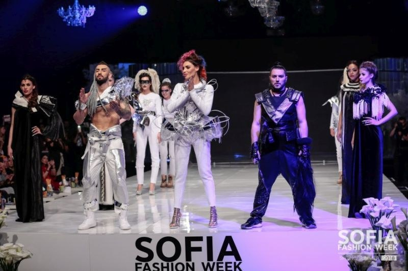 Най-добрите стилисти в България закриват звездната седмица на модата СНИМКИ