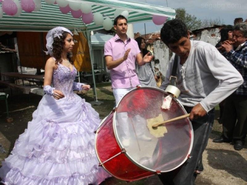 Пловдивчани канят Валери Симеонов в Столипиново, с месеци будуват заради маанета