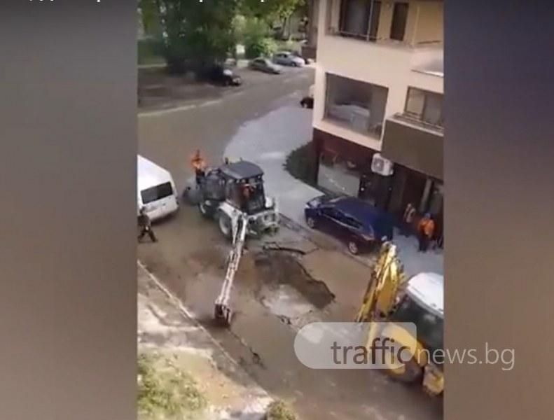 Вироглава шофьорка мина напук през тротоар в Тракия! Голямата ВиК авария объркала плановете й ВИДЕО