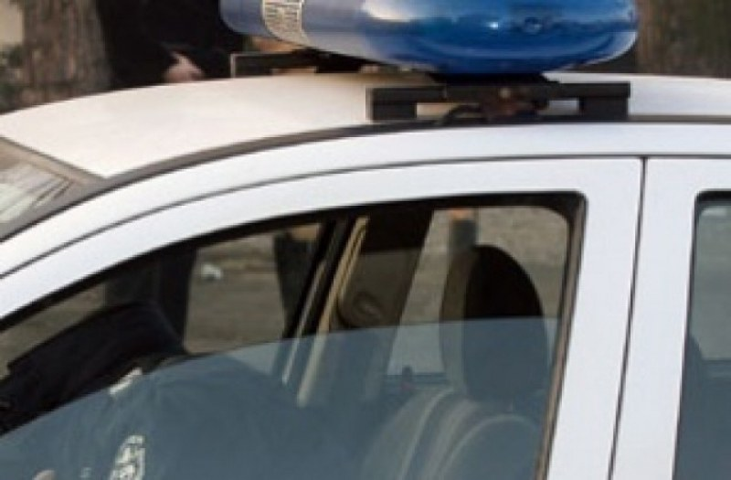 30-годишен мъж стреля с въздушен пистолет по автобус, превозващ работници