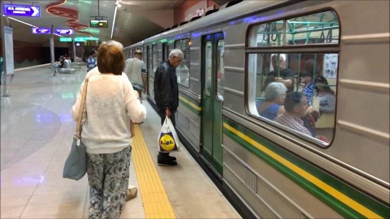 Почина жената, паднала пред мотриса на софийското метро