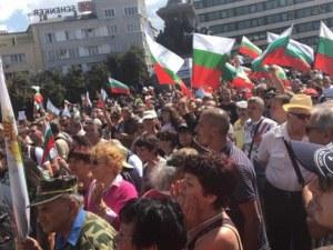 Нападнаха журналист на протеста в София