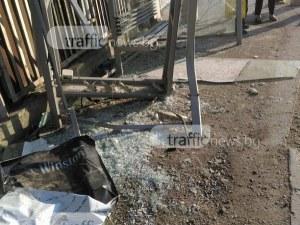 Англичанин се ядоса на спирка в Пловдив и си стовари юмрука в стъклото