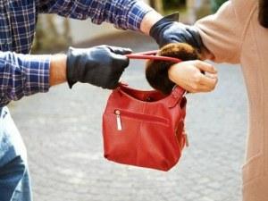 Двама осъждани младежи от Пловдив се полакомиха за 30-те лева на възрастна жена