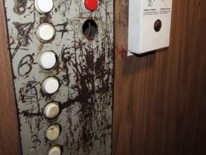 Откриха мъртво 10-годишно дете в асансьор