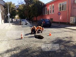 Гръмна водопровод в Пловдив! Огромна яма зейна на пъпа на града до училище СНИМКИ+ВИДЕО