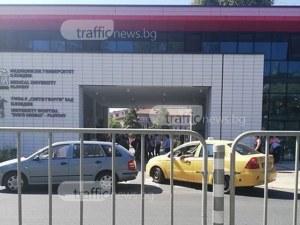 Най-лесно и удобно е да паркираш пред… парадния вход на Медицински университет Пловдив СНИМКИ