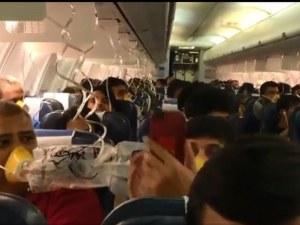 Кошмарен полет преживяха пасажери в самолет! На 30 от тях им текна кръв от ушите и носовете ВИДЕО