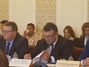 Цацаров и Маринов искат криминализиране на производството на цигари без бандерол