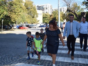 Центърът на Пловдив вече има три нови пешеходни пътеки СНИМКИ
