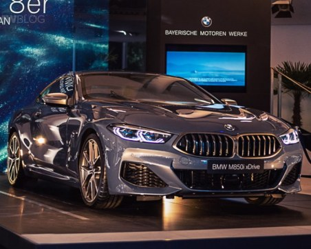 Уникално ВИДЕО показва как ръчно се сглобяват двигателите на BMW M850i