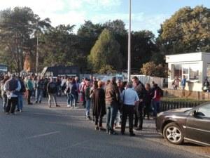 """Стотици работници излязоха на протест срещу затварянето на """"Винпром Карнобат"""" СНИМКИ"""